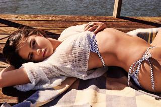 Selena Gomez [2000x1333] [795.37 kb]