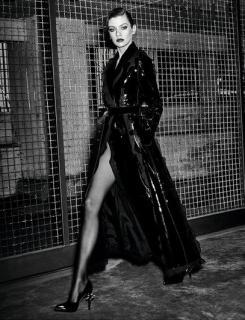 Stella Maxwell en Vogue [407x531] [89.19 kb]
