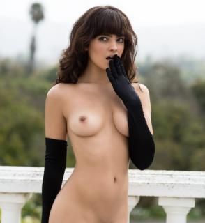 Nina Daniele en Playboy Desnuda [2646x2880] [599.94 kb]