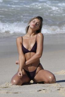 Kristina Mendonca en Bikini [963x1444] [198.6 kb]