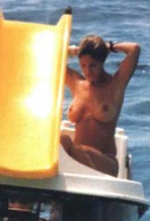 Marta Botía en Topless [342x500] [9.18 kb]