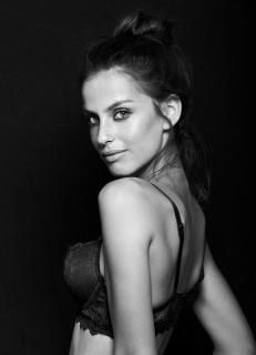 Alicia Medina [688x950] [91.94 kb]