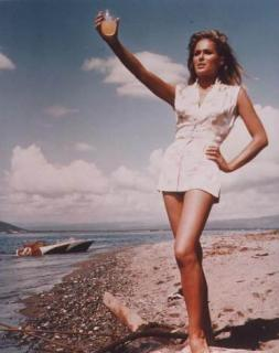 Ursula Andress [372x470] [27.59 kb]
