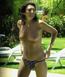 Carmina Ordoñez in Topless [332x390] [27.59 kb]