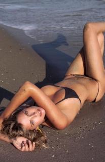 Estefanía Luyk dans Bikini [1701x2619] [402.65 kb]