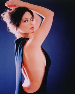 Catherine Zeta Jones [1268x1600] [202.06 kb]