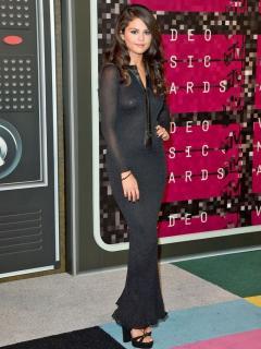 Selena Gomez [760x1013] [196.88 kb]