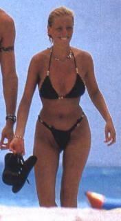 Paula Vázquez en Bikini [275x500] [23.54 kb]