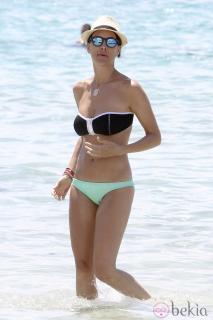 Vania Millán in Bikini [980x1470] [205.77 kb]