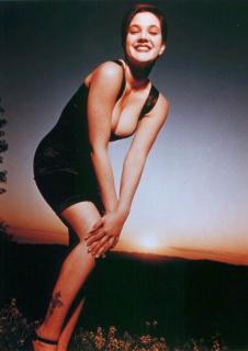 Drew Barrymore [389x550] [24.2 kb]