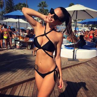 Carmen Muñoz Galindo en Bikini [881x881] [235.72 kb]
