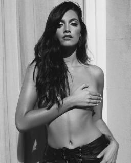 Oriana Sabatini in Topless [1080x1349] [177.16 kb]