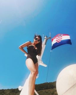 Danna Paola en Bikini [1080x1350] [127.11 kb]