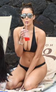 Chloe Goodman en Bikini [1500x2428] [597.63 kb]