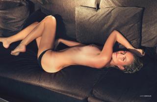 Laeticia Hallyday en Lui Magazine Desnuda [1940x1261] [440.5 kb]