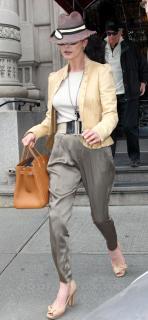 Catherine Zeta Jones [836x1800] [234.48 kb]
