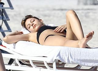 Úrsula Corberó en Bikini [1471x1074] [166.63 kb]