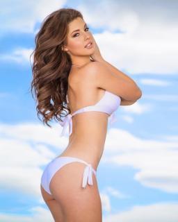 Amanda Cerny en Bikini [740x924] [88.51 kb]