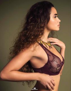 Renée Valeria en Playboy [1015x1294] [204.74 kb]