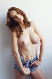 Emily Agnes Desnuda [800x1200] [204.9 kb]