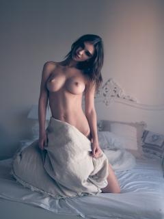 Paula Bulczynska en Treats! Magazine Desnuda [1080x1439] [237.96 kb]