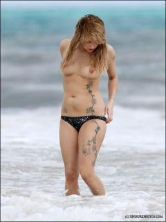Peaches Geldof en Topless [459x611] [30.31 kb]