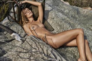 Maya Stepper en Treats! Magazine Desnuda [1500x1001] [519.31 kb]