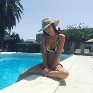 Teresa Bass en Bikini [1080x1080] [188.98 kb]