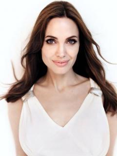 Angelina Jolie [756x1008] [89.32 kb]