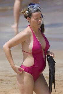 Kathleen Robertson in Bikini [1200x1800] [170.4 kb]