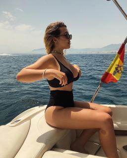 Alba Díaz Martín in Bikini [1080x1350] [381.12 kb]