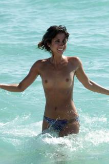 Leilani Dowding en Topless [1200x1800] [233.7 kb]