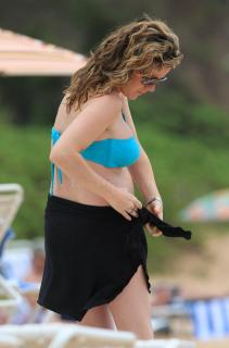 Kathleen Robertson in Bikini [1200x1812] [150.27 kb]