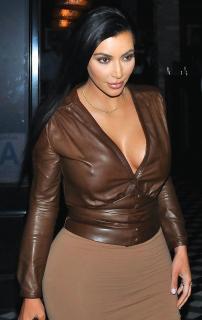 Kim Kardashian [760x1200] [160.96 kb]