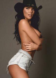 Kelsie Jean Smeby en Playboy Desnuda [1383x1920] [260.15 kb]
