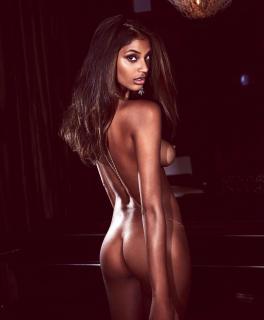Tsanna Latouche en Playboy Desnuda [1350x1631] [205.14 kb]