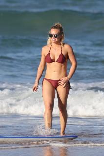 Hilary Duff en Bikini [2400x3600] [954.17 kb]