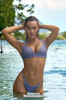 Georgia Gibbs en Si Swimsuit 2018 [1280x1920] [370.08 kb]