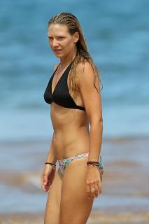 Anna Torv en Bikini [2000x3000] [326.1 kb]
