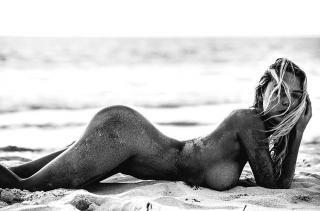 Paige Marie Evans en La Playa Desnuda [960x634] [144.46 kb]