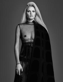 Lara Stone en W Magazine Desnuda [800x1034] [117.58 kb]