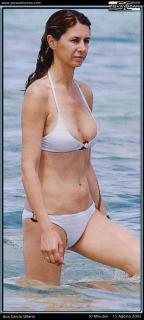 Ana García-Siñeriz en Bikini [524x1164] [100.91 kb]