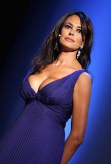 Maria Grazia Cucinotta [2038x3000] [471.33 kb]