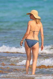 Susanna Griso en Bikini [2835x4252] [1177.06 kb]