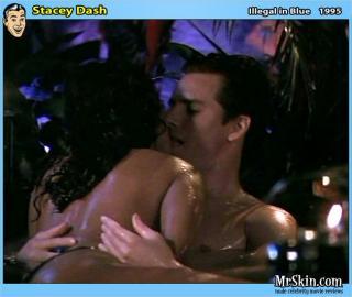 Stacey Dash en Illegal In Blue Desnuda [630x533] [57.11 kb]