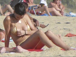 Vania Millán in Bikini [550x413] [56.29 kb]
