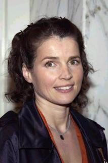 Julia Ormond [334x500] [23.52 kb]