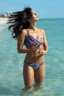 Leilani Dowding en Bikini [1200x1800] [204.78 kb]