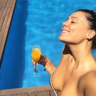Lorena Gómez en Bikini [700x700] [79.3 kb]