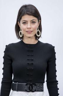 Alessandra Mastronardi [740x1110] [116.11 kb]